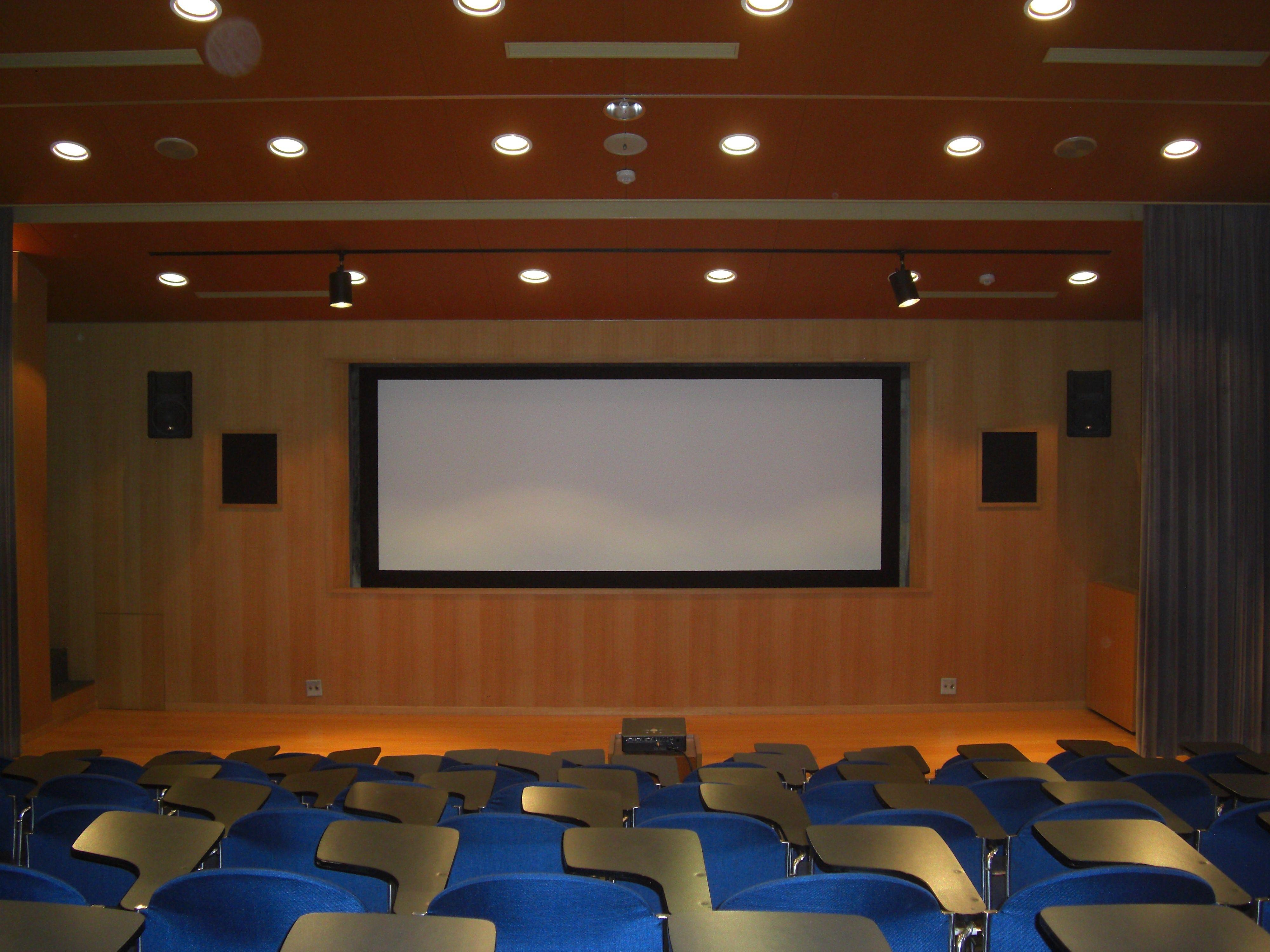 視聴覚室の内観写真