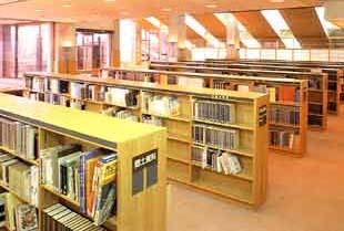 秦野市立図書館の調査研究室の写真画像