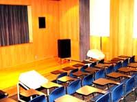 秦野市立図書館の視聴覚室の写真画像