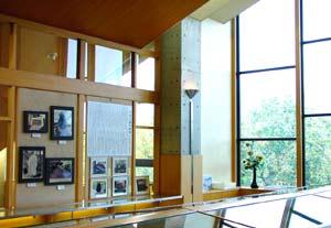 秦野市立図書館の前田夕暮記念室の写真画像