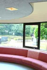 秦野市立図書館のこどもの部屋の写真画像