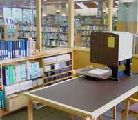 秦野市立図書館のともしび室の写真画像